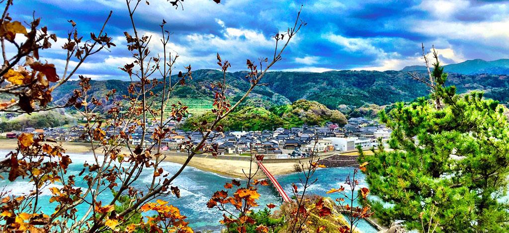 由良温泉街の風景